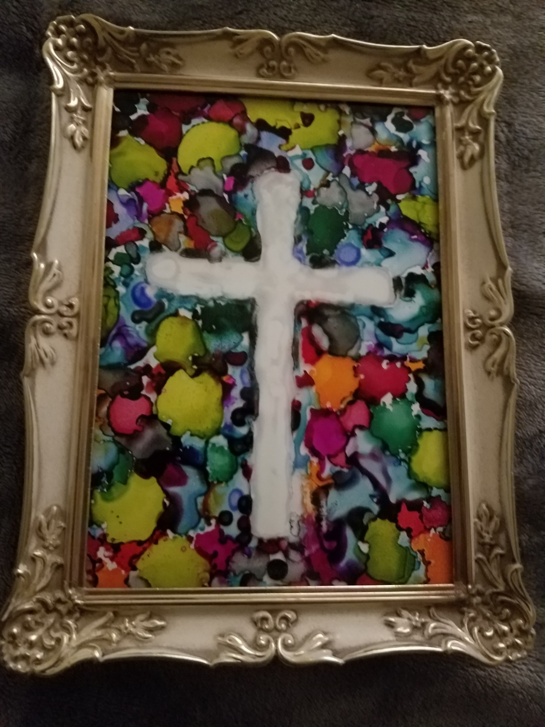 Even with Colors about the light of the Cross is foremost